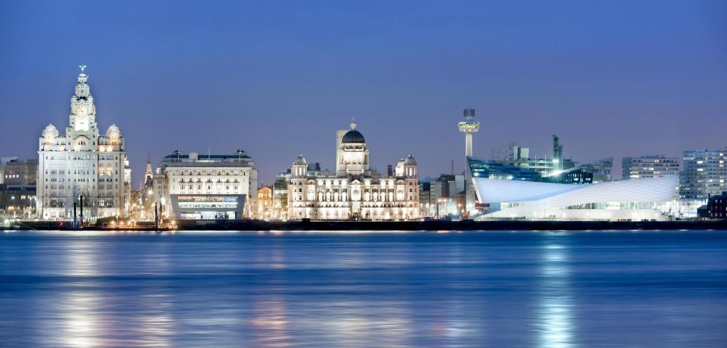 Liverpool Waterfront - Night (credit Craig Easton)